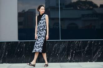 Chị em Hà Nội sành mặc tìm váy đẹp, trốn nắng hè