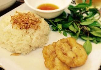 Tuyệt với món xôi chả mực và mẹt gà tuyết ở Hà Nội