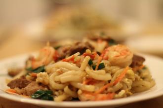 Mềm, dai 'hết xảy' món bánh lọt xào tôm hút khách ở Hà Tiên