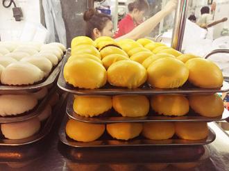Bánh bao kim sa ở khu người Hoa, Quận 5