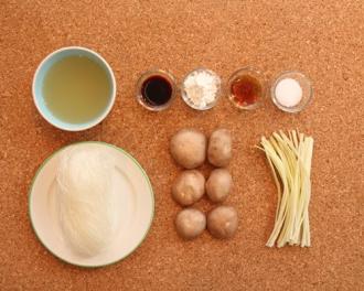 Cách chế biến miến nấu nấm đơn giản cho bữa sáng