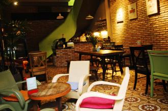 Quán cà phê yên tĩnh của ông chủ Pháp trong hẻm Sài Gòn