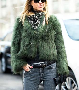 Chiếc khăn khiến dân sành thời trang 'truy lùng' mua bằng được