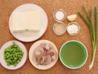 Hướng dẫn làm đậu hũ sốt tôm đơn giản, trôi cơm