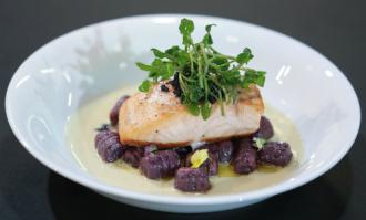 Cách làm cá hồi áp chảo theo cách của đầu bếp khách sạn 5 sao
