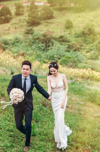 HH Diễm Hương khoe ảnh cưới với váy xuyên thấu