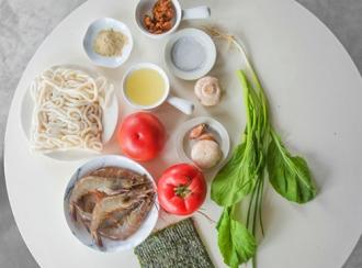 Mì Udon nấu tôm hấp dẫn bữa sáng