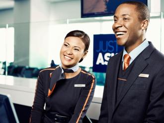 101 quy tắc thời trang 'lạ đời' của tiếp viên hàng không