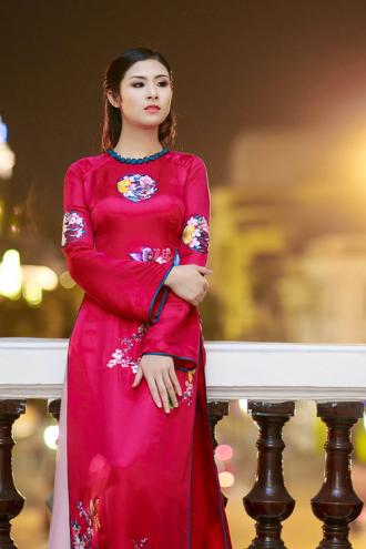 Hoa hậu Ngọc Hân đẹp nhất là khi mặc áo dài