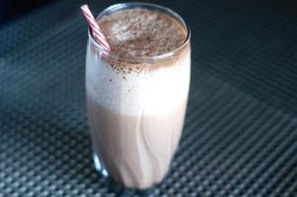 Tự làm sữa lắc uống mỗi ngày, còn cách nào tăng cân dễ hơn?