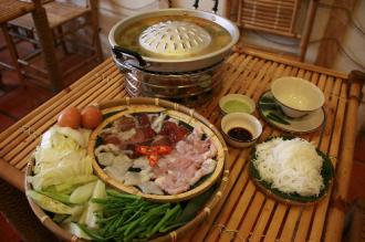 Món Sindat 'nướng trên, lẩu dưới' của người Lào ở Sài Gòn