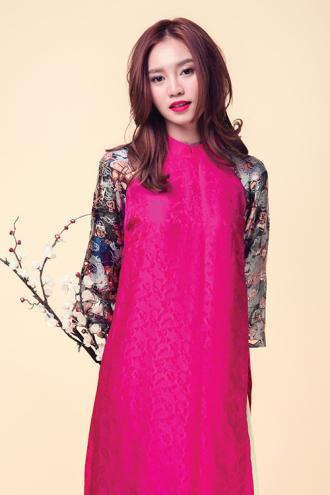 Ninh Dương Lan Ngọc ngọt ngào trong trang phục hồng xinh xắn