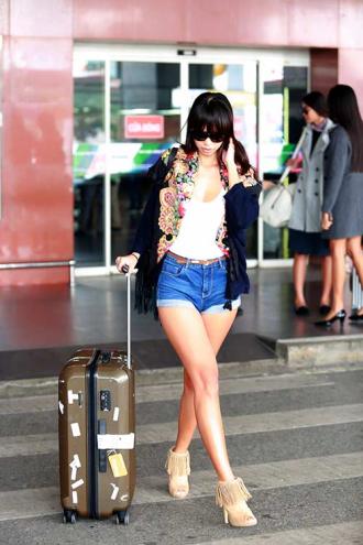Hà Anh, Trang Khiếu, Hoàng Thuỳ đọ thời trang sành điệu ở sân bay Nội Bài