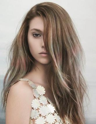 Màu tóc đẹp giúp bạn nữ sáng da hơn