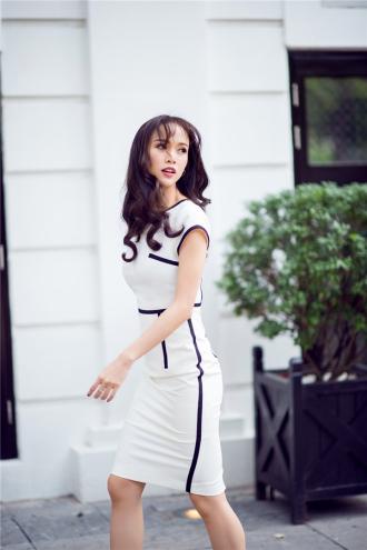 Vũ Ngọc Anh Diện khoe triệt để đường cong với váy bút chì