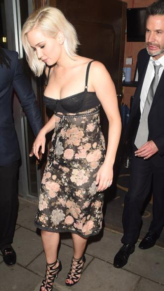 Màn khoe nội y nóng bỏng của Jennifer Lawrence