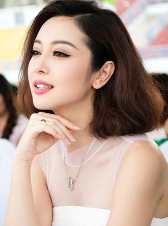 Mai Phương Thúy, Jennifer Phạm xinh xắn với viền mắt mèo