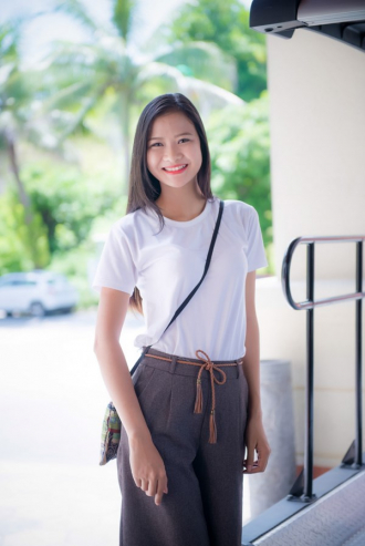 Vẻ đẹp 'trong sáng' của thí sinh dự thi HHVN