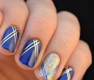 Móng tay nail họa tiết hình học cá tính nổi bật cho bạn gái