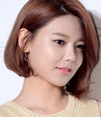 Những mẫu tóc đơn giản mà lộng lẫy dành cho cô nàng công sở